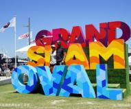 グランドスラムのモニュメントは記念撮影スポット