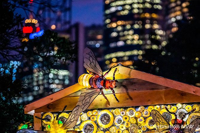 ビビッド・シドニー2019 at 王立植物園 シドニーのビル群をバックにしたビー・ガーデン(蜂の庭)