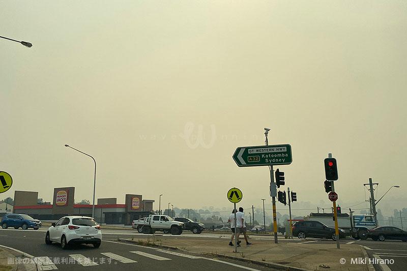 ブルーマウンテンズの西側の町リスゴー付近は、火の手がすぐそこまで迫っている…